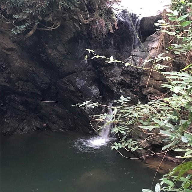 七霊(しちろう)の滝・七霊宮