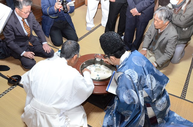 江浦八幡神社粥占い(粥占御試祭)